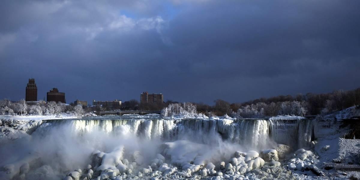 Frío crea paraíso invernal en las Cataratas del Niágara