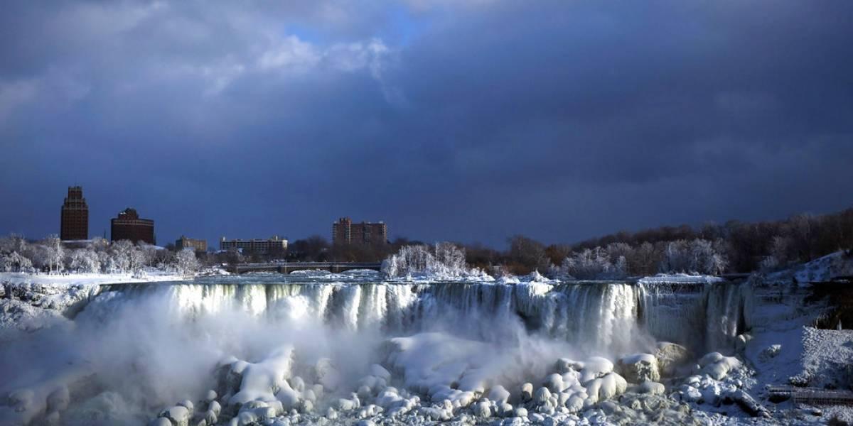 Ola de frío en Estados Unidos crea un paraíso invernal en cataratas del Niágara