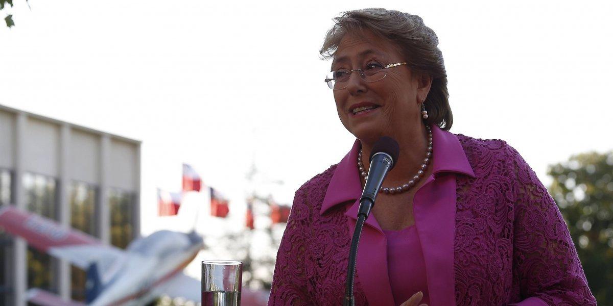 Bachelet va a Cuba: Polémicas, aprobación y críticas de una controvertida gira