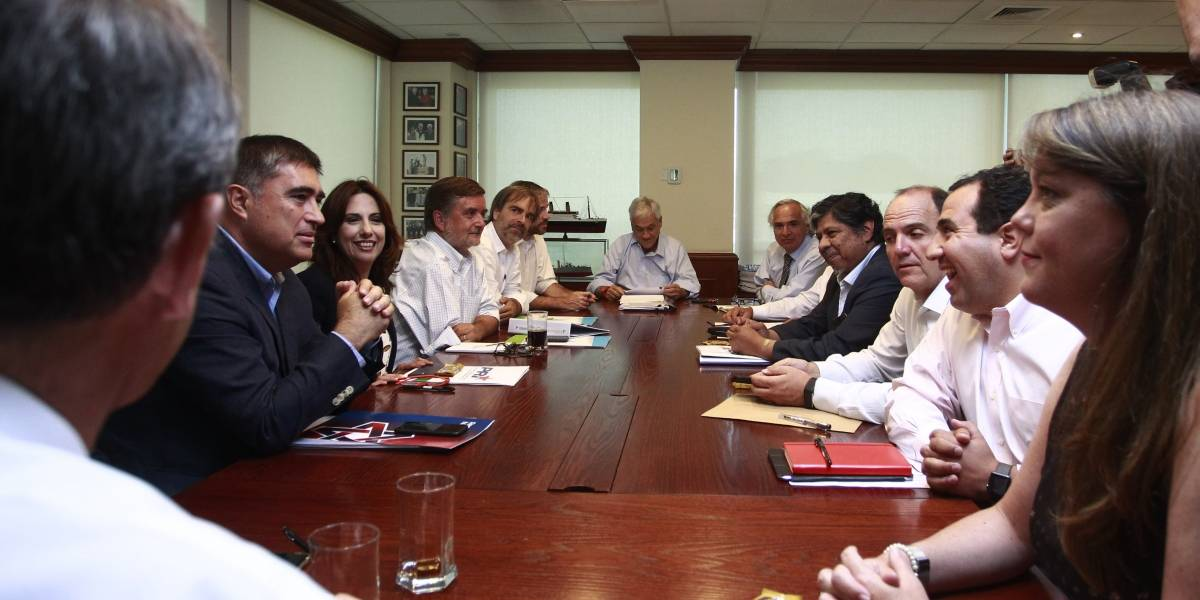 """Estos son los 3 proyectos del """"bacheletismo"""" que Chile Vamos aplicará retroexcavadora"""