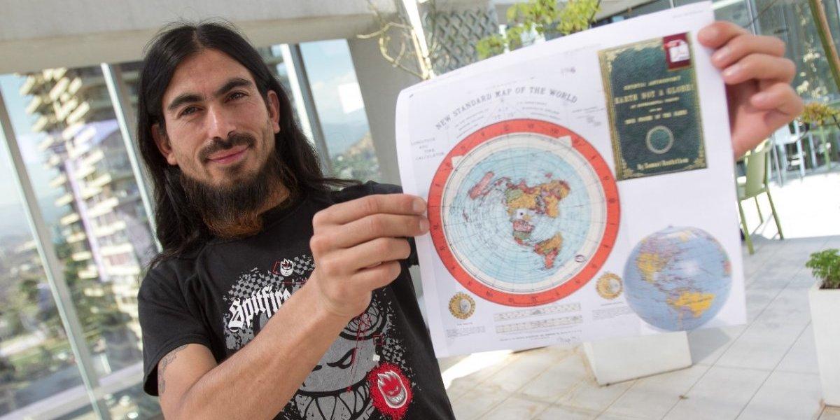 Están todos equivocados: este es el chileno que afirma que la Tierra es plana