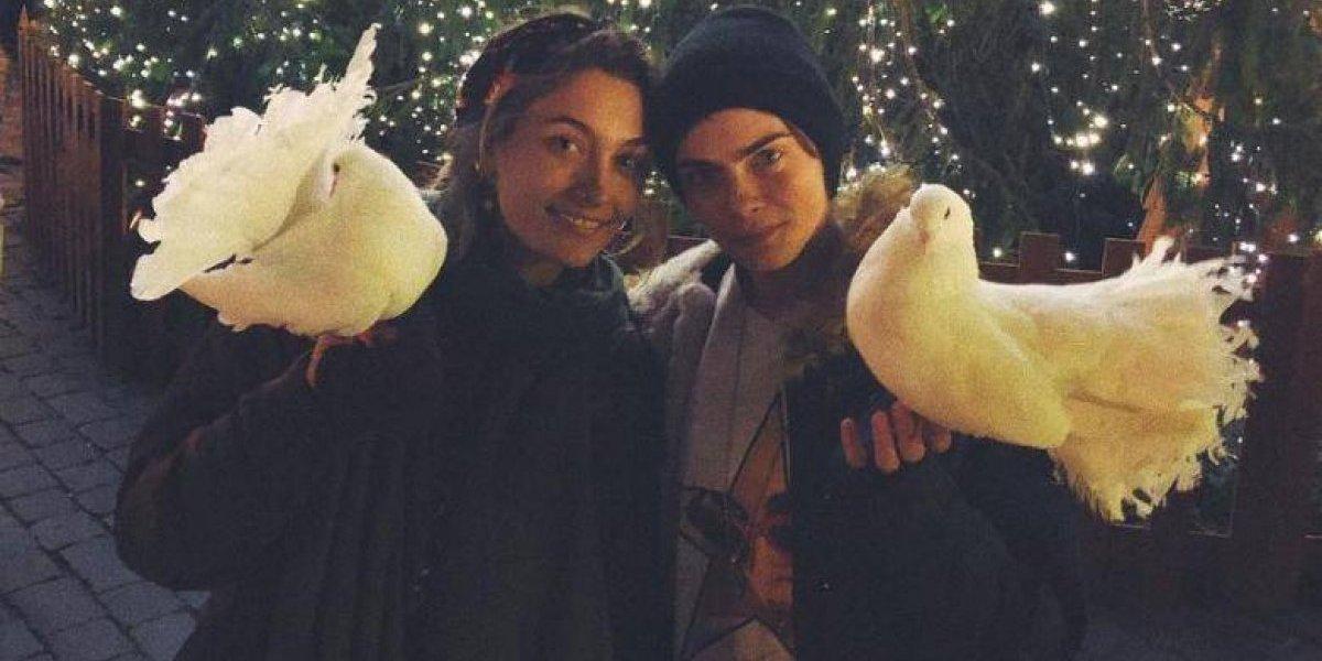 Segundo jornal britânico, Paris Jackson e Cara Delevingne estão tendo um romance