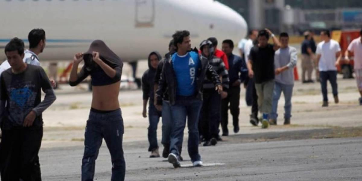 Suspenden vuelos de deportados por visita de vicepresidente de EE.UU.