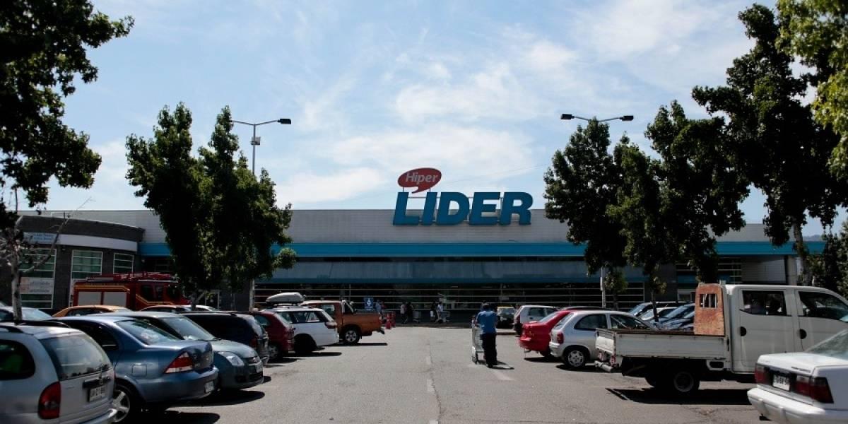 Justicia condena a supermercado a pagar indemnización de más de $8 millones por robo de auto desde estacionamiento