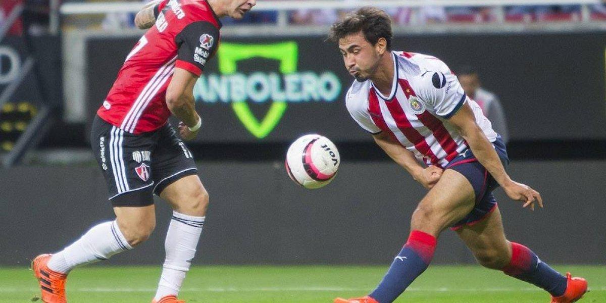 Oswaldo Alanís ya no jugará con Chivas