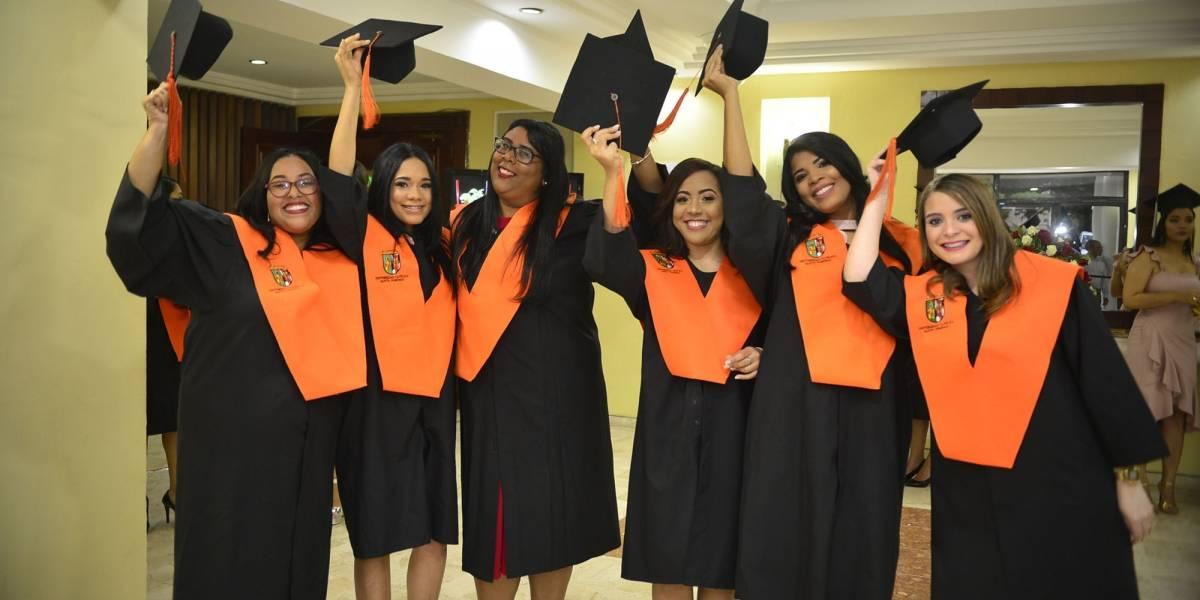 """UCSD graduó a 497 nuevos profesionales en su """"Septuagésima Cuarta Graduación Ordinaria"""""""