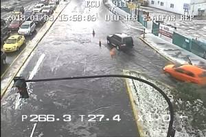 Se registra acumulación de agua en varias avenidas de Quito