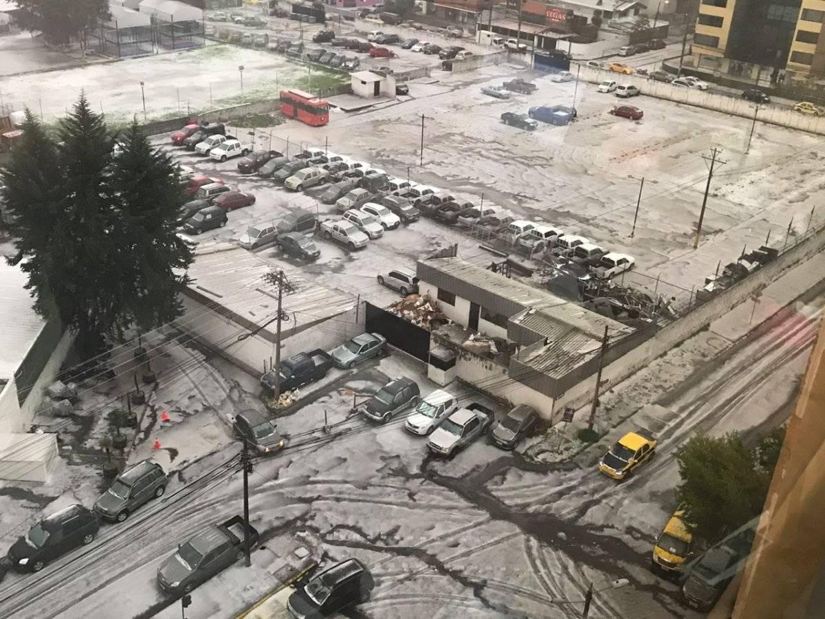 Lluvias y granizo cubren las calles de Quito