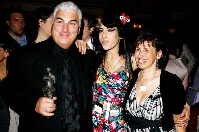 Amy Winehouse y sus padres