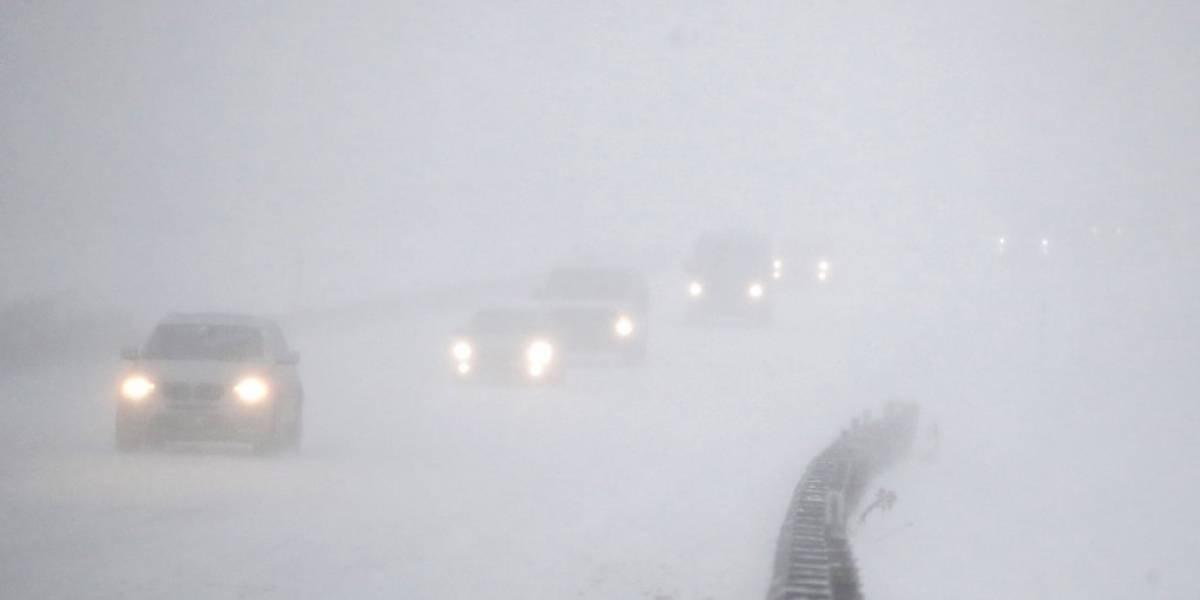 Más de 3,000 vuelos cancelados por tormenta invernal en EE. UU.