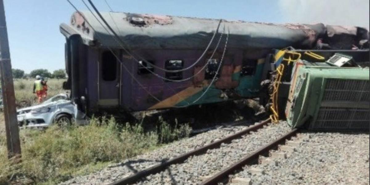 Sube a 14 muertos y 180 heridos el balance de un accidente de tren en Sudáfrica