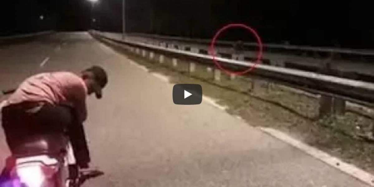 """""""Moto fantasma"""" viaja sin conductor por autopista desierta"""