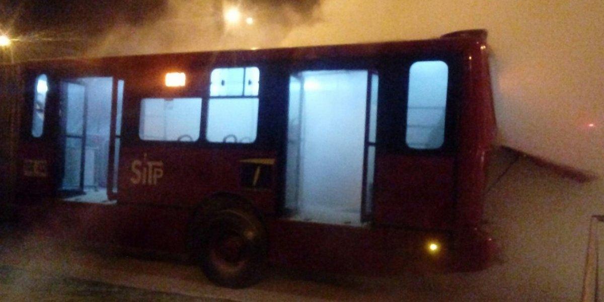 Incendio en articulado de Transmilenio causa pánico en occidente de Bogotá