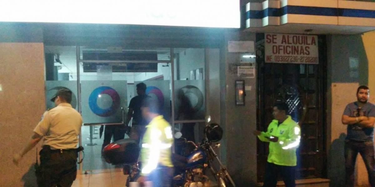 Delincuentes asaltan agencia bancaria en Guayaquil