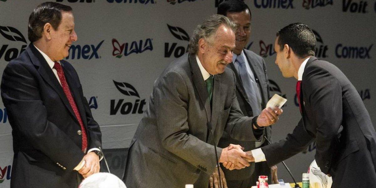 Árbitros mexicanos reciben gafete FIFA