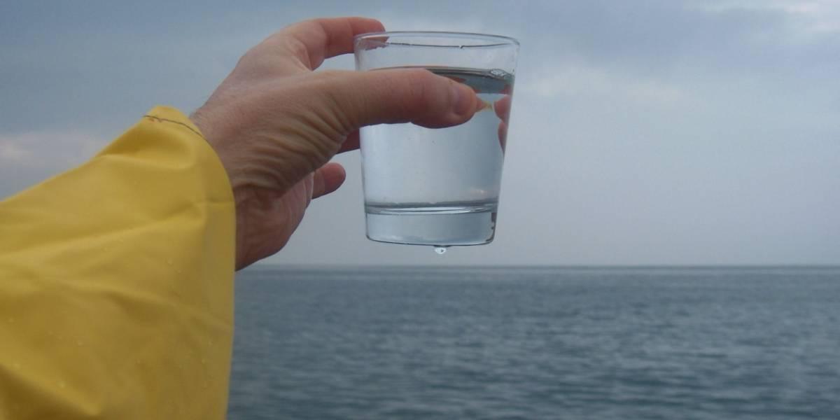 Beber 'agua cruda' y por qué podría matarte