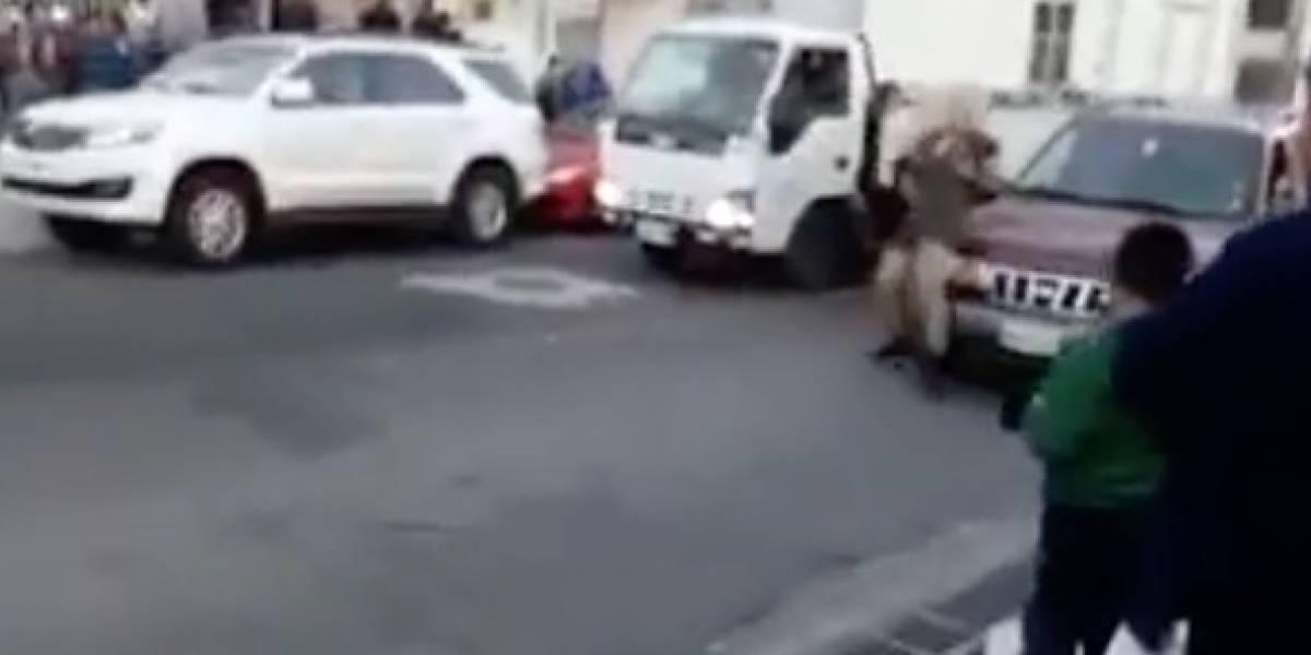 Conductor atropella a viuda y se hace viral en redes