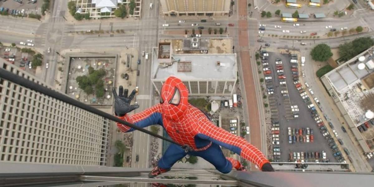 Universitario muere al caer mientras tomaba selfie vestido de Spiderman
