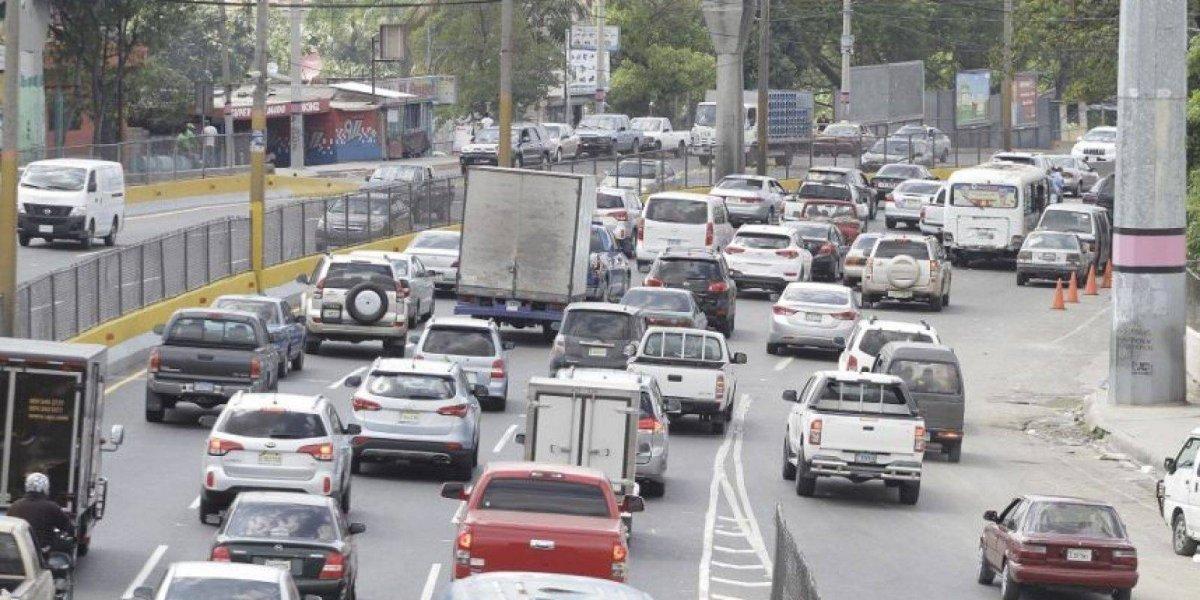 El 30 % del parque vehicular aún falta por renovar el marbete