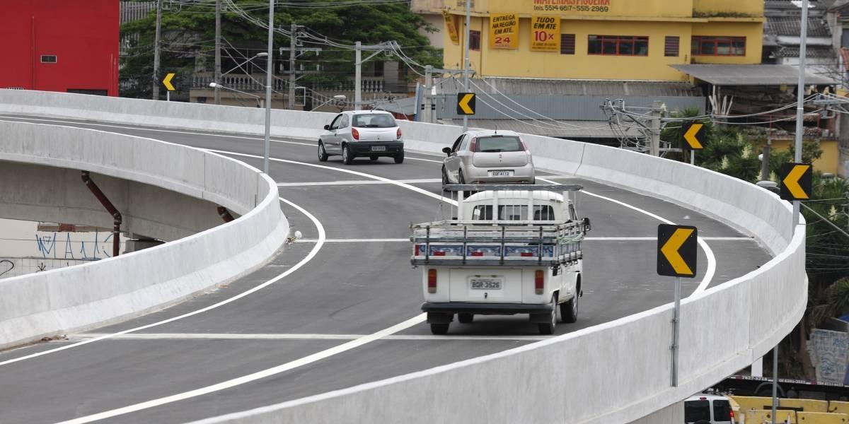 Viaduto que homenageia Marisa Letícia não tem passagem para pedestres