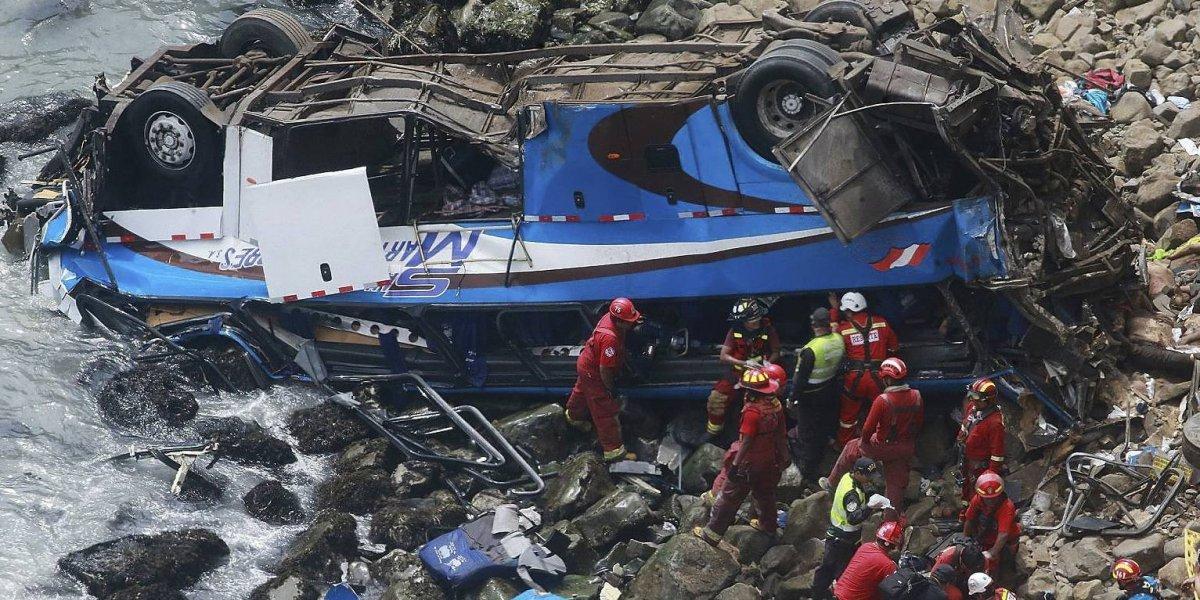 Tragedia en Perú: 2 mujeres exigen cuerpo de chofer; dicen ser 'su esposa'
