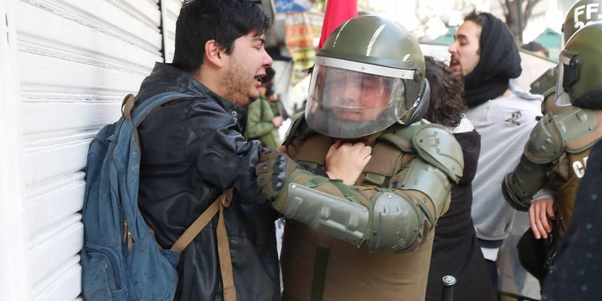 800 mil pesos recibe joven agredida por Carabineros en marcha estudiantil