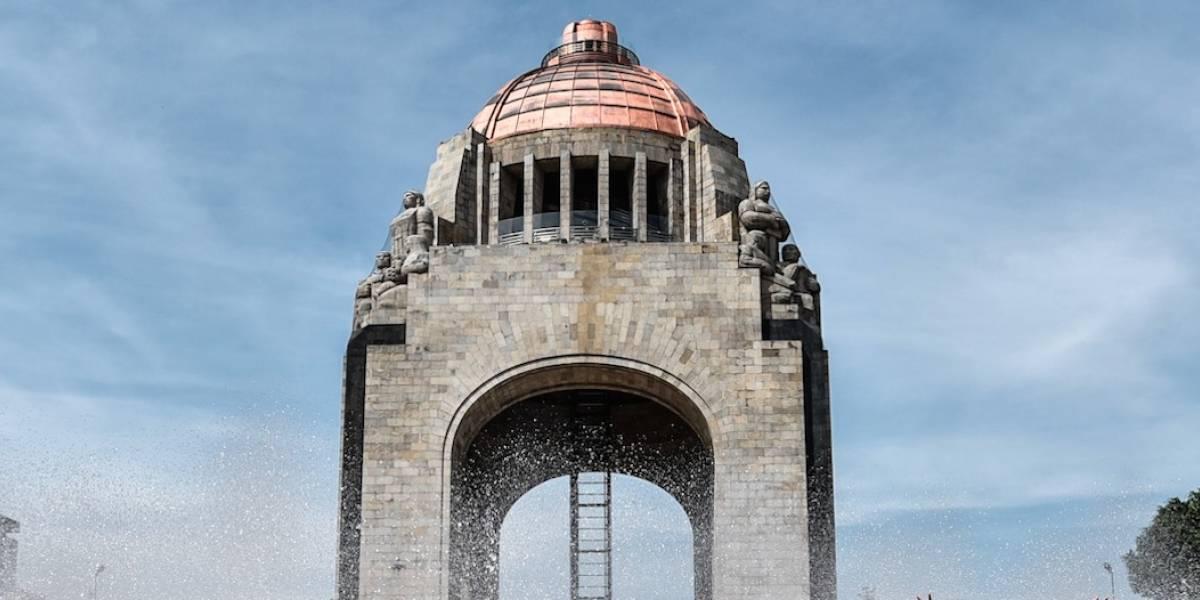 Hombre se suicida desde la cúpula del Monumento a la Revolución