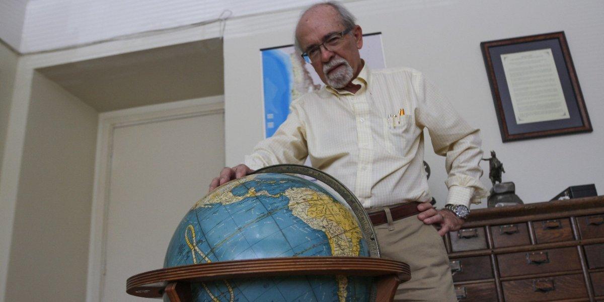 "¿Tierra plana o redonda? Científico chileno llama a ""terraplanistas"" a comprobar con simples experimentos que están equivocados"