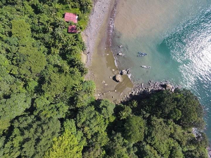 En la nueva área protegida convergen la selva húmeda del Chocó con el azul intenso del mar pacífico.