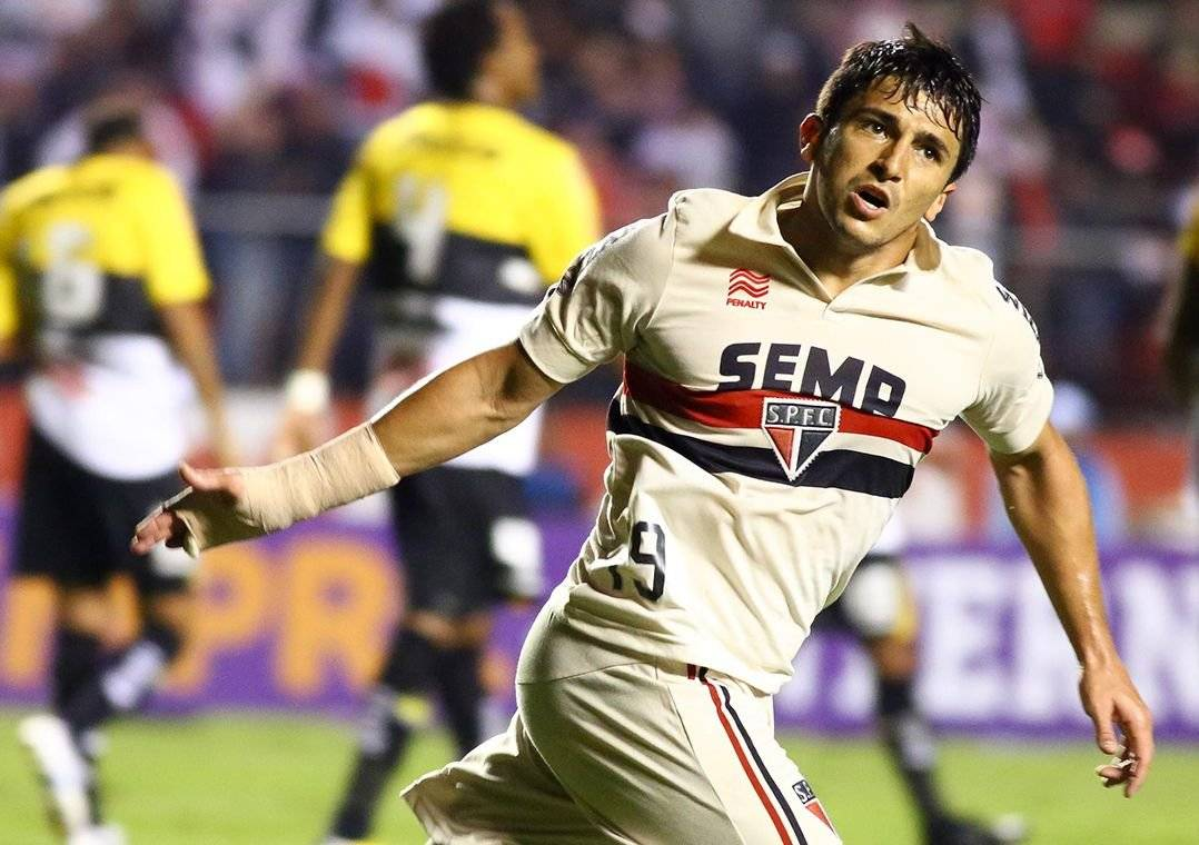 Aloísio se destacou no Brasil com a camisa do São Paulo (Foto: Luiz Pires/VIPCOMM )
