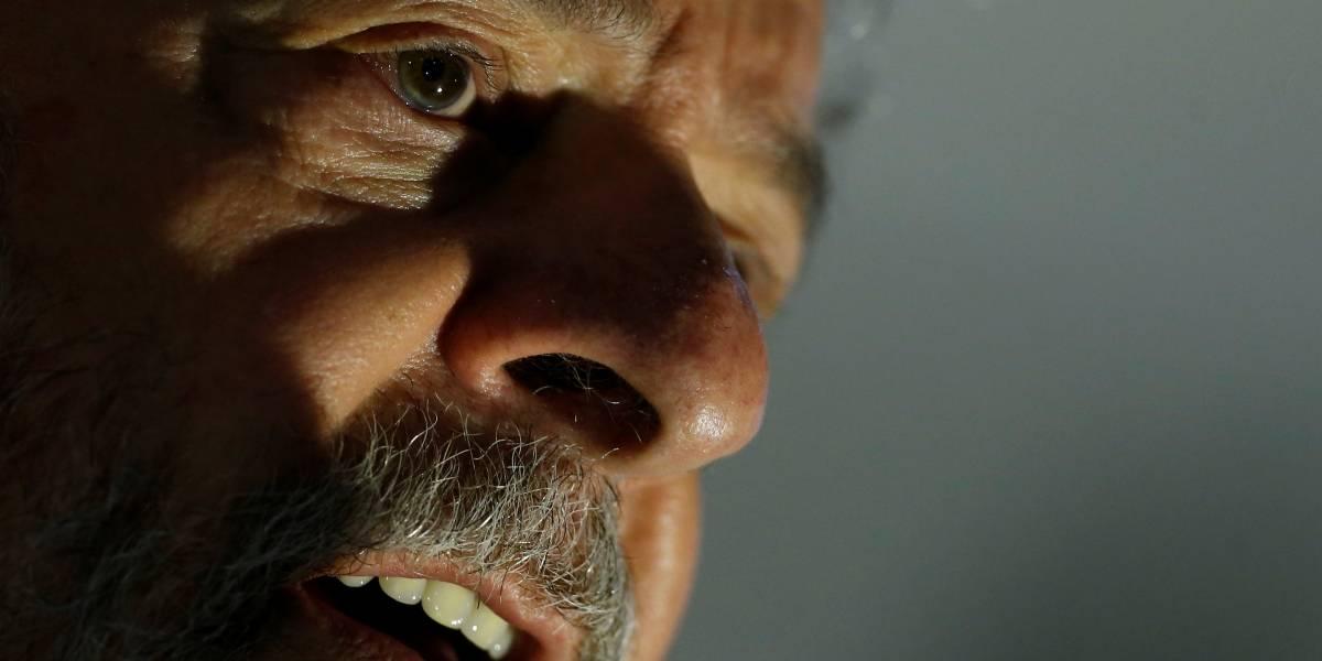 Juiz ordena restituição do passaporte de Lula