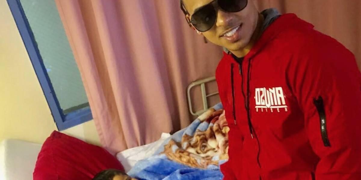 Ozuna lleva regalos en Reyes a niños de Hospital Pediátrico