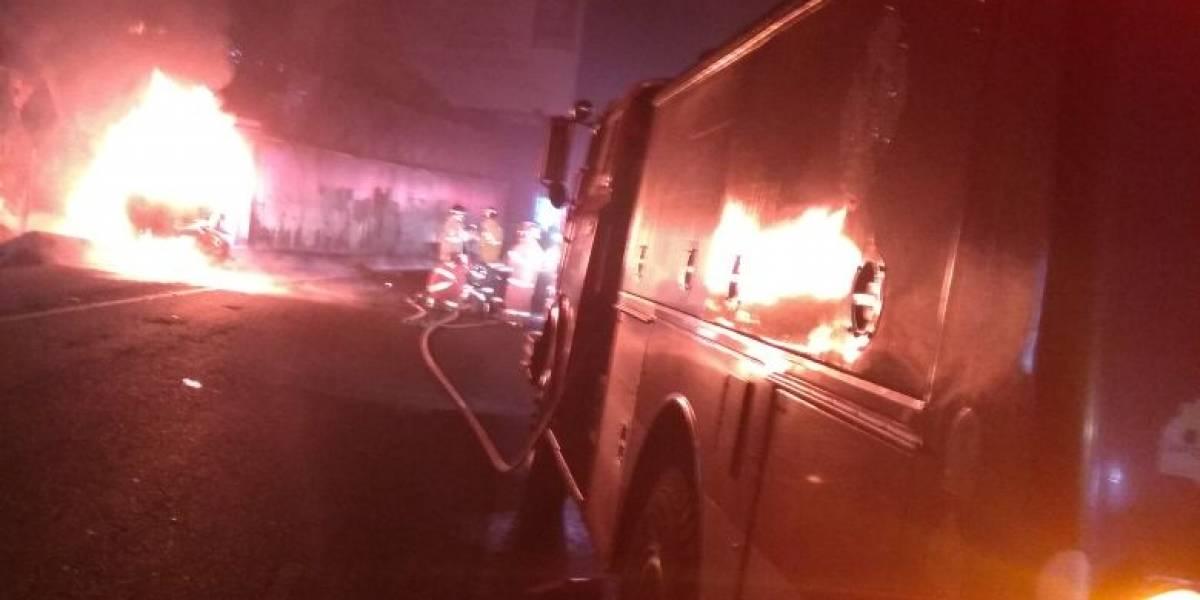 Vehículo se incendia en km 10.5 de carretera a El Salvador y deja a una persona calcinada