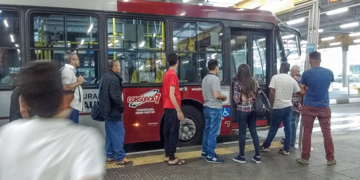 Tarifa de ônibus vai a R$ 4 à meia-noite em SP e número de viagens deve cair