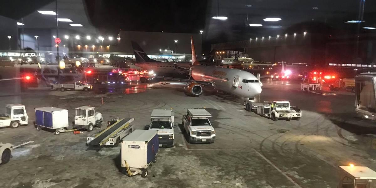 Dois aviões se chocam na pista do aeroporto de Toronto, no Canadá