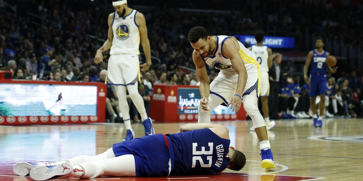Curry anota 45 puntos en triunfo de Warriors