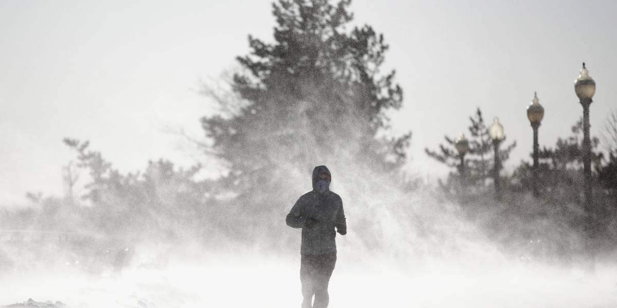 Tormenta de nieve afecta a 100 millones de personas en EE.UU.