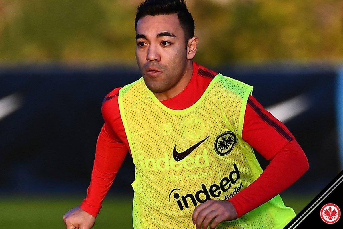 Marco Fabián salió a la banca con el Eintracht en juego amistoso