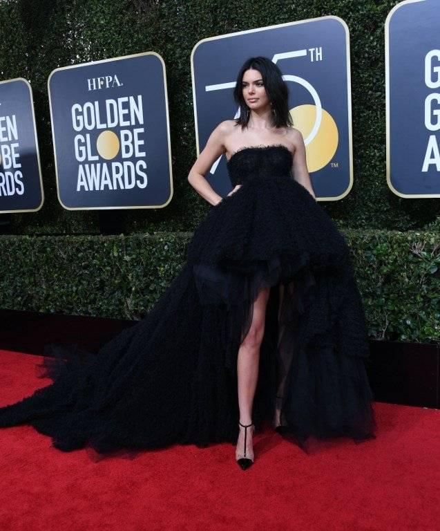 Por esta razón Kendall Jenner fue criticada en los Globos de Oro