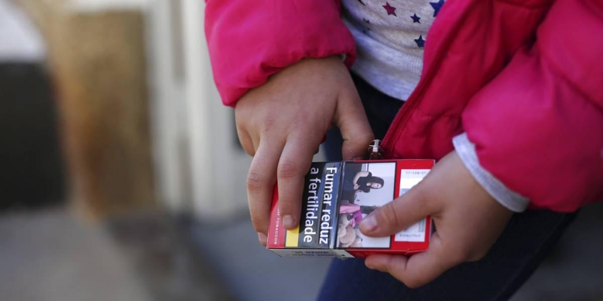 La tradición portuguesa que genera indignación: padres animan a sus hijos a fumar