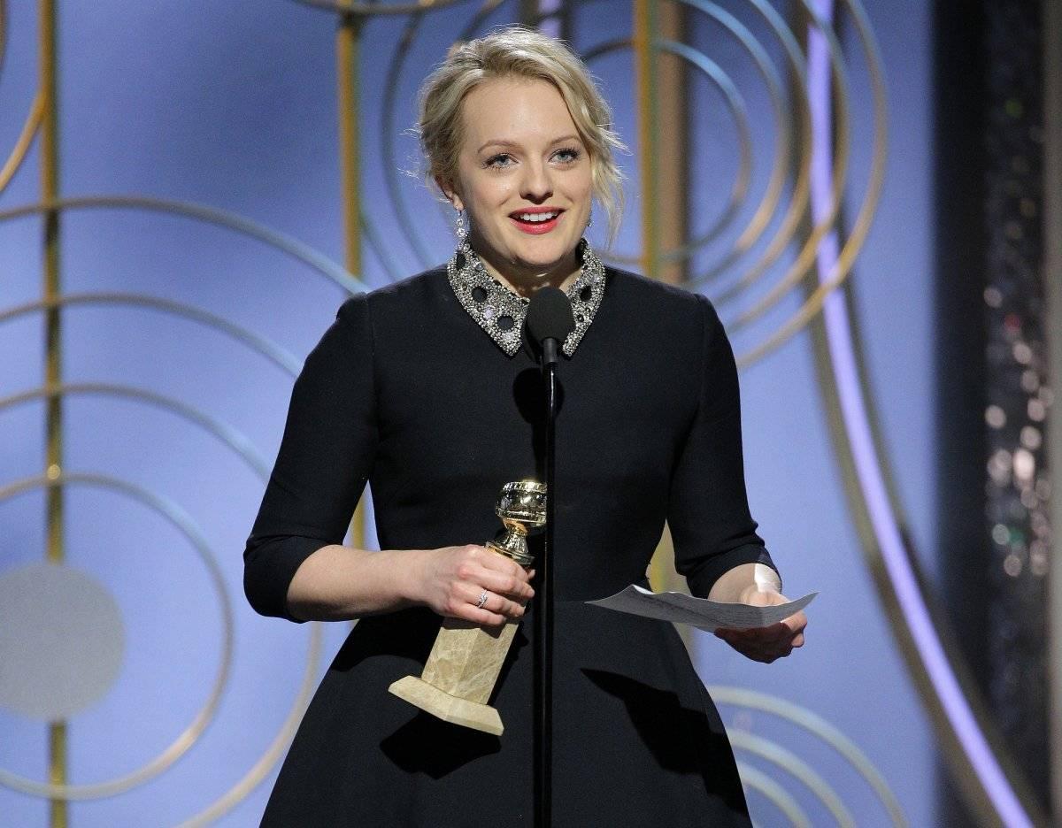 """Elisabeth Moss recibe el premio a la mejor actriz en una serie dramática por su papel en """"The Handmaid"""