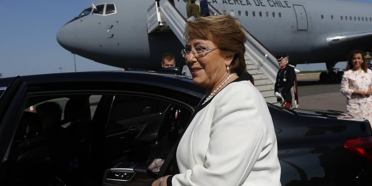 El último viaje presidencial de Bachelet: la polémica visita a Cuba