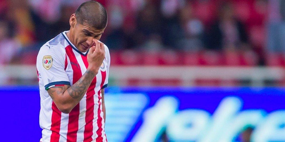 Con todo y gol polémico, Chivas sigue con su maldición en Toluca