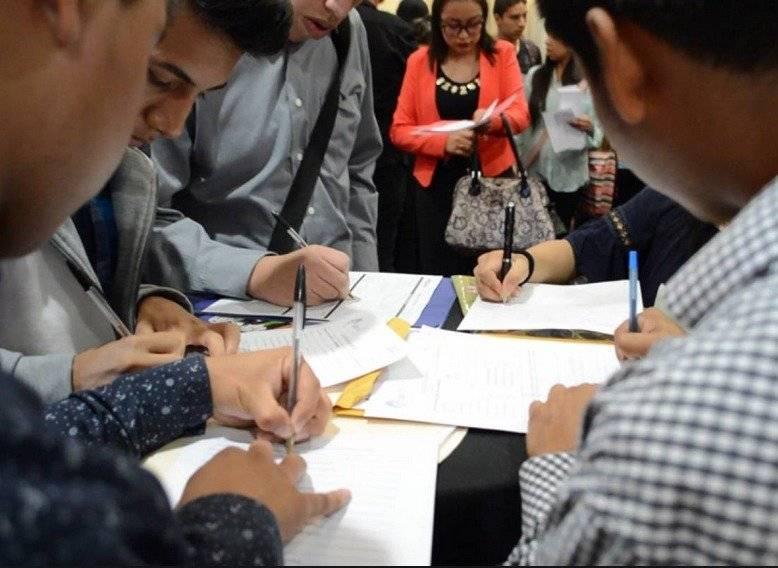Jóvenes son los que más se acercan a las ferias de empleo.