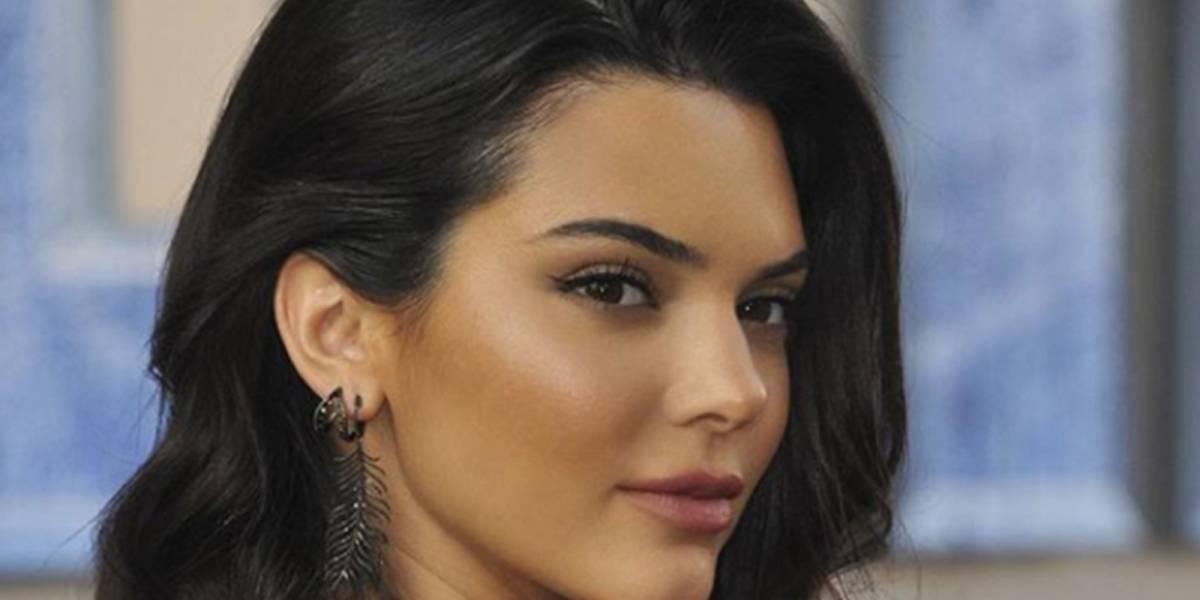 Kendall Jenner luce nuevo rostro en gala de los Globos de Oro