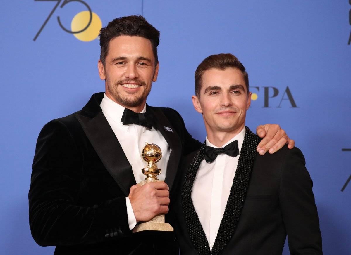 """O prêmio de melhor ator em filme de comédia ou musical foi para James Franco, de """"O Artista do Desastre"""", que celebrou com o irmão, Dave Franco REUTERS/Lucy Nicholson"""