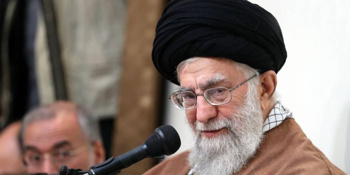 """Líder supremo de Irán afirma que deben prepararse para poner fin a """"amenazas enemigas"""""""