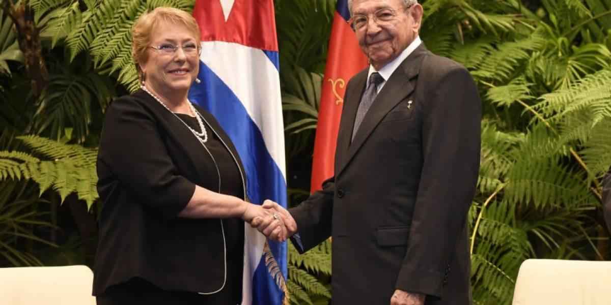 Presidenta Bachelet sostuvo hermética reunión con Raúl Castro