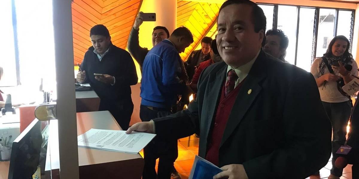 """""""Me consta que desconoce la Constitución"""", dice Mejía acerca de Jimmy Morales"""
