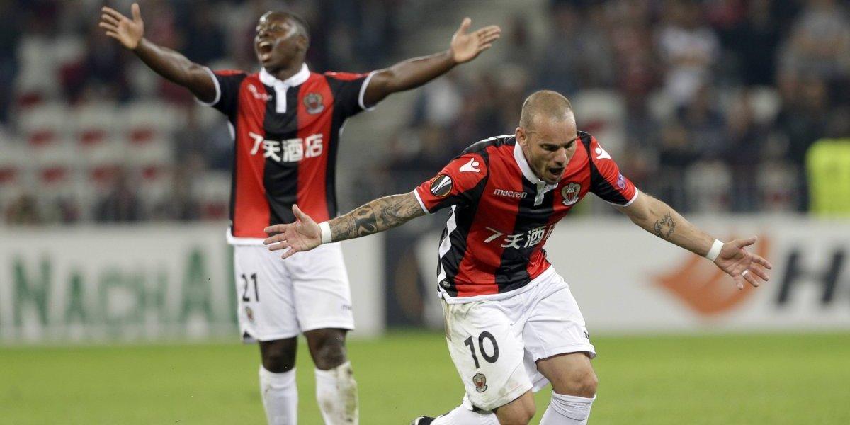 Wesley Sneijder se convirtió en el compañero de lujo de Luis Jiménez